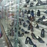 Padres se quejan por escasez y altos precios de calzado escolar http://t.co/9V5PfZF57V http://t.co/iwzXEknamu