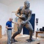 Smokin Joe Frazier statue!!! #Philadelphia #Philly #Aphillyated http://t.co/OqQQZVjjYD