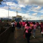 RT @ArroyoADNfm: Manifestantes caminan #enestemomento sobre puente de La Hispanidad. Se dirigen a Casa Presidencial @adnfm #traficocr http://t.co/PNyTB2l0ui