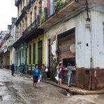 #CubaReal Jamás salgas sin tu bolsa por si se te pega algo de comida #Cuba http://t.co/2ghBHTyxFQ