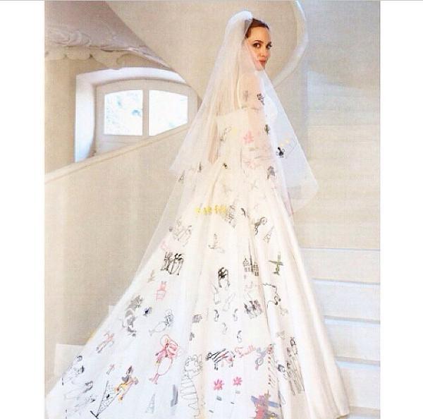 el vestido de novia de #angelinajolie fue diseñado por