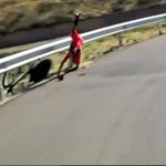RT @noticierodelafm: Nairo Quintana se cayó en la etapa de la Vuelta a España http://t.co/HByjv5qR5D #OigoLAFm http://t.co/eqisiGNh0Y