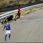 RT @cascaletonio: Nairo se cayó porque tropezó con un tronco http://t.co/g8ZpJ2Tcrj
