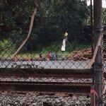 Protestors block BNSF rails in Everett. Protesting coal and oil trains @KIRO7seattle http://t.co/NEhNUkRfKo