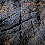 Hallan en Gibraltar un grabado abstracto realizado por neandertales http://t.co/9OIwtrDC6d http://t.co/xGEjGioDlG