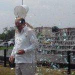 Consciente d importancia del agua @rodrigoguerrerr hizo #IceBucketChallenge con confeti y donó US100 @aliciasarmiento http://t.co/z3ZRkOiUKG