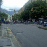 """Via""""@RC_CapitanVzla: Motorizados trancan vía por protesta en algún lugar de #Caracas #2S http://t.co/JD0WPp3HJz""""@Vzlacora @traffiCARACAS"""