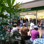 #2S Larga cola para compra Pañales en Unicentro El Marquez - vía @Cardozo_Sud http://t.co/9RZ9caiEAL