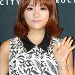 """""""@kor_celebrities: LADIES CODEのウンビが交通事故で死亡。 http://t.co/ZU3DfrR1jP""""え!!!!!!!????????"""