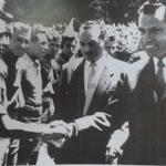 RT @NachoHistorico: Richard Nixon (quien fue presidente d USA) saluda a Ernesto Guerra en estadio d El Ejido #Quito 1958 @AntonioUbilla1 http://t.co/PfjmDgnoH5