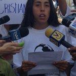 """#2S Estudiantes se reúnen en las adyacencias del palacio de justicia y leen carta a Nicolás Maduro #360ucv http://t.co/6uBnbMmx6s"""""""