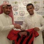 1⃣ وقعت إدارة نادي #الرائد مع عبدالرحمن البركة لاعب نادي #الشباب عقدا احترافيا ينتقل بموجبه http://t.co/QlZPxDqYK9