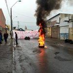 Vecinos de Villa Edo Frei de #Curicó nuevamente bloquearon Av. Santa María, se oponen a instalación de una antena. http://t.co/C1JNBfKnxi