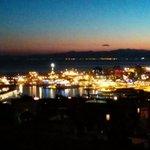 "RT @trovalalanterna: ""Righi #vivoagenova mancavano da un po questi tramonti a #genova #trovalalanterna"" @DiegoMozzo grazie ;-) http://t.co/GTnVc9AS0p"
