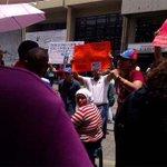 Siguen las protestas en Barquisimeto contra la implementación de las captahuellas http://t.co/78CMMOegLc http://t.co/xf0UaYqKsR
