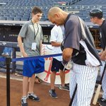 Derek Jeter signs for a fan at The Stadium before Sox-Yanks. #FarewellCaptain http://t.co/OUnF3ww3Vz