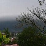 Foto tirada pelo meteorologista Lizandro, mostra a chegada da nebulosidade da tempestade que atinge Curitiba. http://t.co/uevNzkuYXH