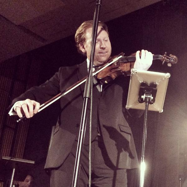A spectacular performance by @HopeViolin! #Berlin #YellowLounge #EscapeToParadise http://t.co/cfNWVE7CFj