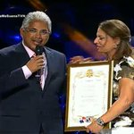 "Alcalde @BlandonJose le entrega reconocimiento de ""Huésped Distinguida"" a @DraPoloOficial #Panamá http://t.co/jZYPusgvX7"