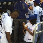 Mone Davis gives her autograph to @YasielPuig http://t.co/tgP7RpvMAP