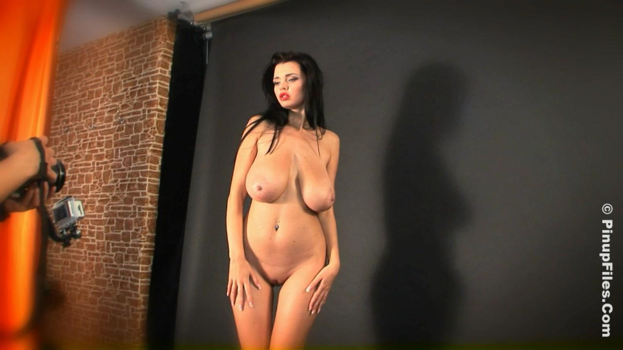 modeli-za-kulisami-pereodevayutsya-porno