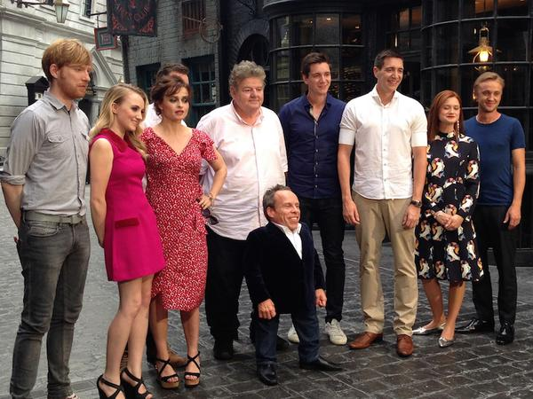Nice pic of me & my Potter pals… @Evy_Lynch, @James_Phelps, @OliverPhelps, @thisisbwright, @TomFelton, HBC & Robbie. http://t.co/4po4K0COOS