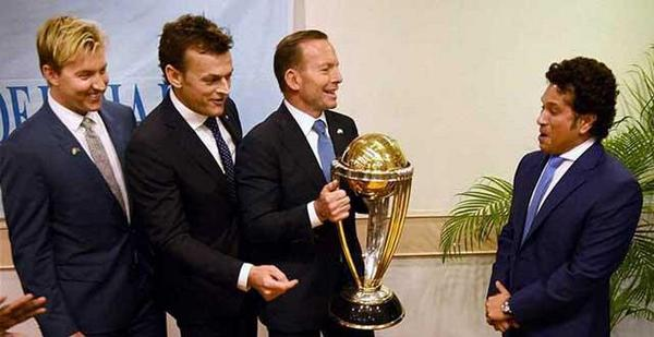 Perfect #CaptionThis material! @sachin_rt @TonyAbbottMHR @gilly381 @BrettLee_58 http://t.co/72u5Hu5ppq