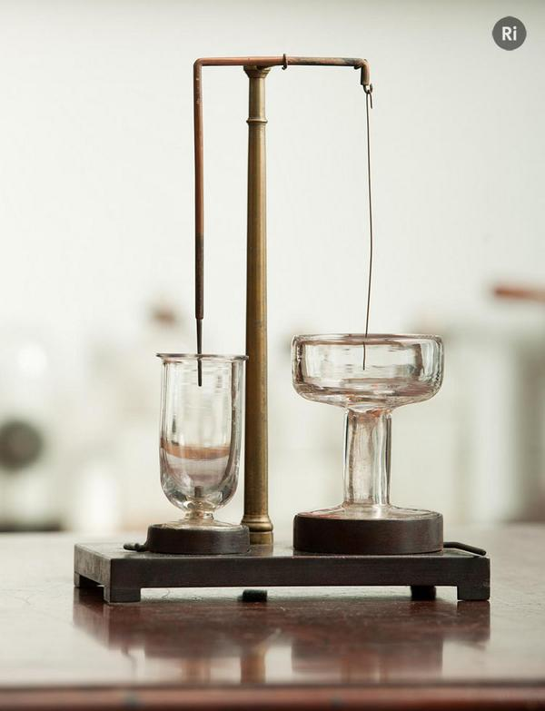 #OnThisDay in 1821 Faraday completed the first electric motor. http://t