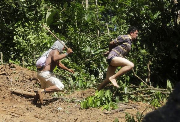 Ka'apor warriors hunt down and capture illegal loggers in the Amazon. http://t.co/14hAUgy6BA http://t.co/3NuFv1rVXu