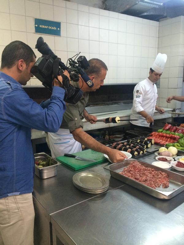 """""""@alatahir: Anadolu ajansı lezzetin durağı SAHANDA. Kebabın tarihini yazan sayın Tahir Tekin Öztan ile söyleşi.. http://t.co/Nk1eVXjsA5"""""""