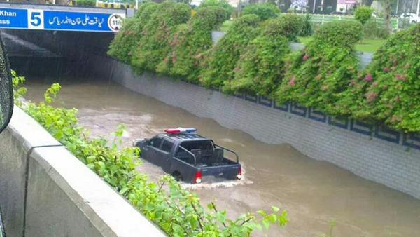 """Lahore Canal underpass http://t.co/bFv6cdCGWK"""""""