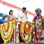 RT @mohandas221: @themohanbabu garu unveils his father's statue in Vidyanikethan.. @HeroManoj1 #Vishnu @LakshmiManchu http://t.co/GziRvkDpdO