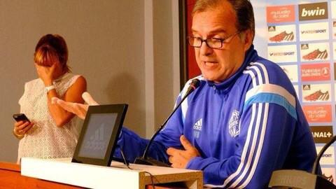 As Marcelo Bielsa lays into the upper management at Marseille, the press officer's reaction is priceless. http://t.co/z2OCy5Weiy