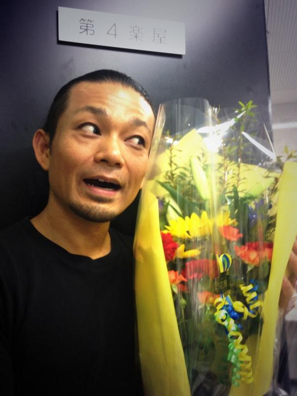 芸術鑑賞会での「マイムの時間」無事終了! 尼崎らしい元気な高校生達! 最後のパントマイム体験コーナーでは完全に男子生徒達に面白いところ持っていかれたよ(笑) 僕はすでに東京へ向かう新幹線の中。 明日はペルソナ3の稽古だ! http://t.co/oIJE5AFMJ6