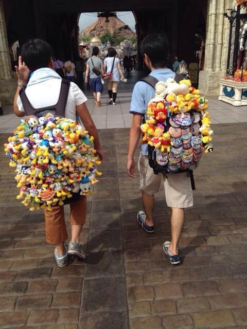 Japanese Disneyland otaku! RT @_pa06: ディズニーガチ勢もラブライバーに負けちゃいない http://t.co/qhDPRNwfPt cc @doctorow @Attractions @DisneyParks #DisneySea