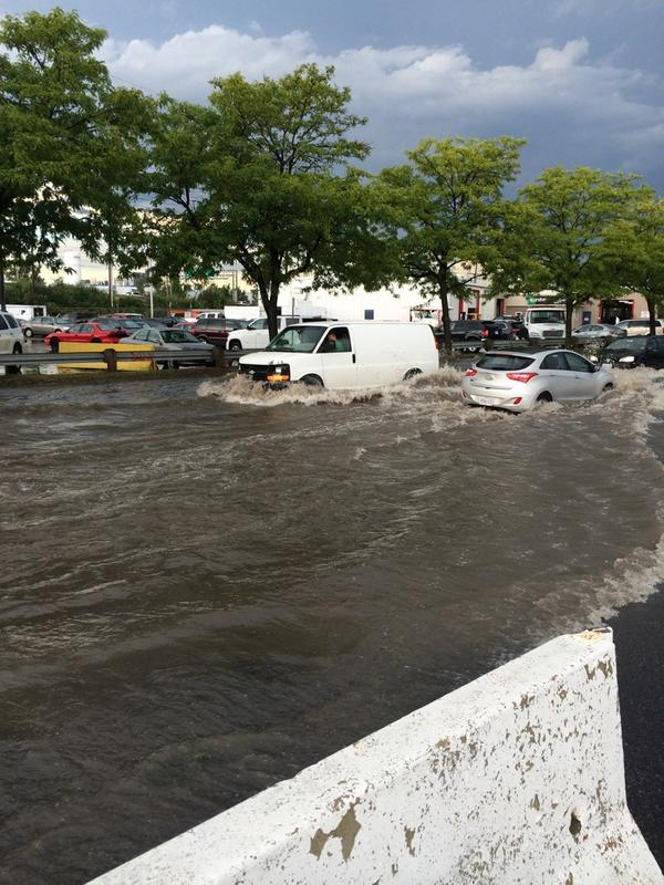 This is Laperriere & Clyde in #Ottawa. Wow cc @BlacksWeather http://t.co/jhYxzicv7t