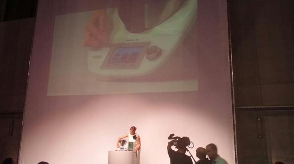 Pantalla táctil y libros digitales. Damos la bienvenida a la 5° generación!  #NuevoThermomix http://t.co/Mt4IkrnUac