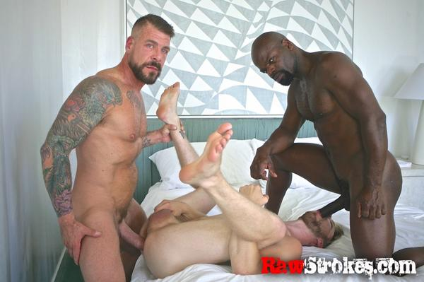 CutlerX (@CutlerX): myself and  @RoccoSteeleXXX having a fun time for @rawstrokes  The bottom Logan Steavens  sorry he is not on twitter http://t.co/cu27AP1qhY