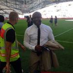 Abédi Pelé est au stade Vélodrome pour #OMSRFC http://t.co/bHdqzmcBz3