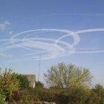 Дончане заметили в небе странные следы от неизвестных летательных аппаратов #Донецк http://t.co/oN4HLH8Zqe