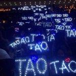 RT @ibaekrauhls: TLP in Beijing D-1 Yellow - Luhan Pink - Lay Green - Chanyeol Blue - Tao Purple/Blue - Baekhyun White - Rest http://t.co/BKpaK7dSTB