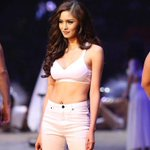 hello abs! Kim Chiu On Bench The Naked Truth http://t.co/iB9MyWItQd