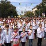 Два мира - два Шапиро: 2 сегодняшних фото. Захваченный бандеровцами Мариуполь и освобождённый ополченцами ДНР Донецк http://t.co/BUDJrs8El2