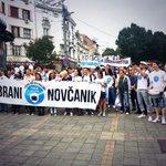 RT @LibekBG: Više stotina ljudi u Maršu poreskih obveznika! #odbraninovcanik http://t.co/sTIEXxQxEs http://t.co/X30bcPyhYo