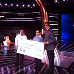 RT @SonyTV: .@SrBachchan presenting the maha cheque of 7 crores to the Narula brothers. Watch their journey on #KBC2014. http://t.co/gZd2ACVHDI
