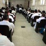 Médicos H.Rosales reunidos, analizan si continúan suspensión de consulta externa @radio102nueve @Teleprensa33 http://t.co/oqO5x4k5dg