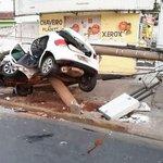 Motorista morre após carro bater e cortar poste ao meio em Cuiabá http://t.co/2wYpduYkm3 #G1 http://t.co/EwBBhdScu9
