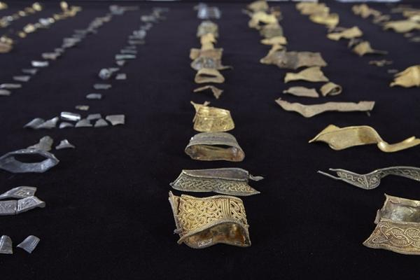 Just a month away! The new Staffordshire Hoard gallery opens @BM_AG on Oct 17th. #Staffshoard http://t.co/hmd4WcmheW