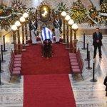 Comenzó la despedida de #ChinaZorrilla en el Palacio Legislativo. http://t.co/HexwIBO3XF