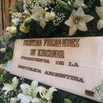 RT @elpaisuy: - @CFKArgentina envió una corona que se ve en la despedida de #ChinaZorrilla en #Montevideo. http://t.co/4md3pnsa6n